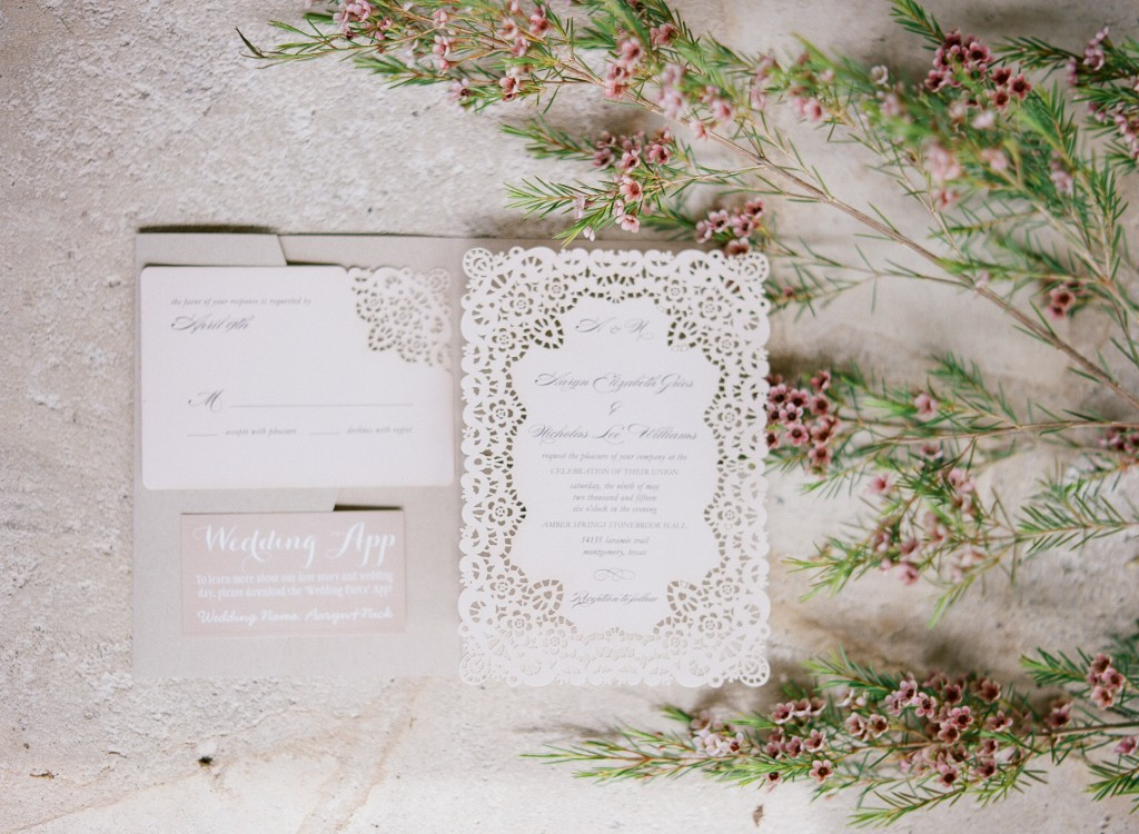 Texas Wedding: Julie Paisley Photography : Aaryn Williams : Pink Parasol Designs and Coordinating : Austin Wedding Planner