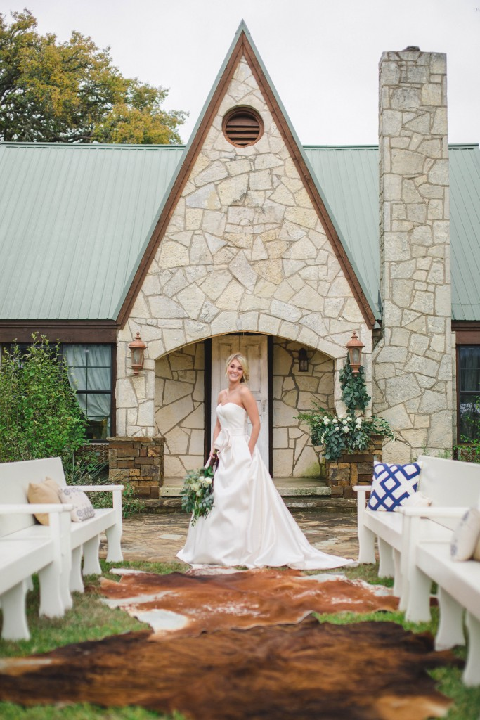 Rustic Bridals :Pink Parasol Designs and Coordinating : Austin Wedding Photography